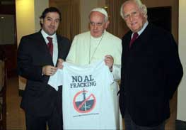 """A recent image of Pope Francis holding a T-shirt with the slogan """"No al Fracking""""—""""No to Fracking""""—has sparked varied response, including worries from Sarah Palin and praise from environmental groups."""