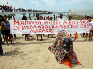 A protest by the residents of Rio dos Macacos against the occupation of their land and violations of their rights by the Aratu naval base. Credit: Coha.org