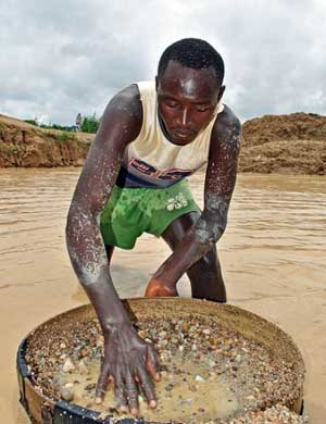 "Former ""blood diamonds"" now provide employment in Sierra Leone. Credit: Tommy Trenchard/IPS"