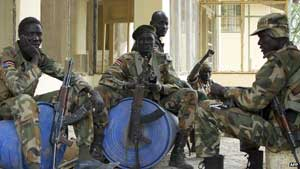 Government soldiers rest in Malakal, South Sudan - 21 January 2014 The UN estimates that considerably more than 1,000 have been killed in South Sudan over the last month
