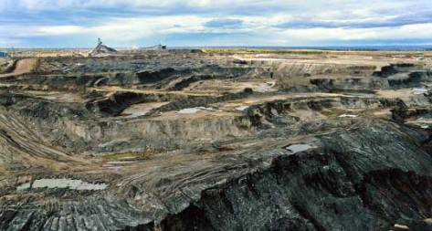 Tar sands mining in Alberta, Canada. (Photo: visionshare/ cc via Flickr)The amount of pollutants being emitted from tar sands extraction sites in Alberta is far higher than industry-reported estimates, according to research published Monday in the Proceedings of the National Academy of Sciences.