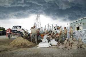 U.S. Soldiers assigned to the Iowa Army National Guard construct a seven-foot levee to protect an electrical generator from rising floodwater in Hills, Iowa, Jun. 14, 2008. Credit: National Guard/cc by 2.0