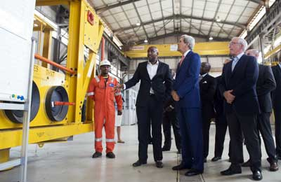 Secretary of State John Kerry tours the General Electric
