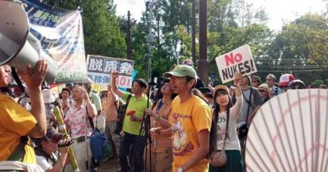 """We don't need nukes!"" declared the roughly 16,000 protesters who rallied outside of the residence of Japan Prime Minister Shinzo on Tuesday. (Photo: via Chika_Sara)"