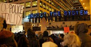 Outraged demonstrators gather in Milwaukee, Wisconsin after prosecuting attorney Robert McCulloch announced the grand jury had decided to not indict St. Louis police officer Darren Wilson. (Photo: Light Brigading/cc/flickr)