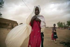 Children walk during a sandstorm in Gao, Mali. Credit: UN Photo/Marco Dormino