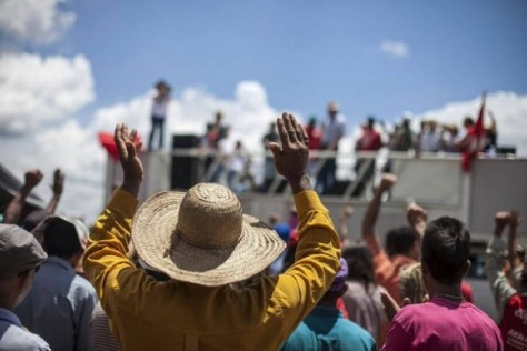 Farmers with the Landless Workers' Movement (MST) protest the concentration of land ownership in Brazil, during a Feb. 21 demonstration in support of the occupation of part of the Agropecuaria Santa Mônica estate, 150 km from Brasilia. Credit: Courtesy of the MS