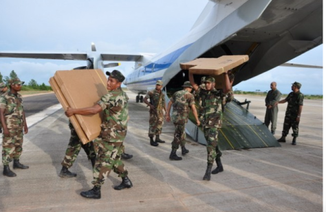 Nicaraguan soldiers unloading election materials from an Antonov 26 military plane, part of Russia's cooperation with the country. Credit: Courtesy of the Nicaraguan army.