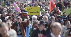 Thousands march against the planned free trade agreement TTIP between the European Union and the USA in Stuttgart, Germany on April 18, 2015. Negotiations on TTIP are due to resume in New York on Monday April 20, 2015. (EFE/EPA/Michael Latz)