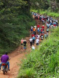 (Kristin Matthes) A view from behind some of the pilgrims as they stretch across one of the hills along the route of the Romaria da Floresta. (Kristin Matthes)