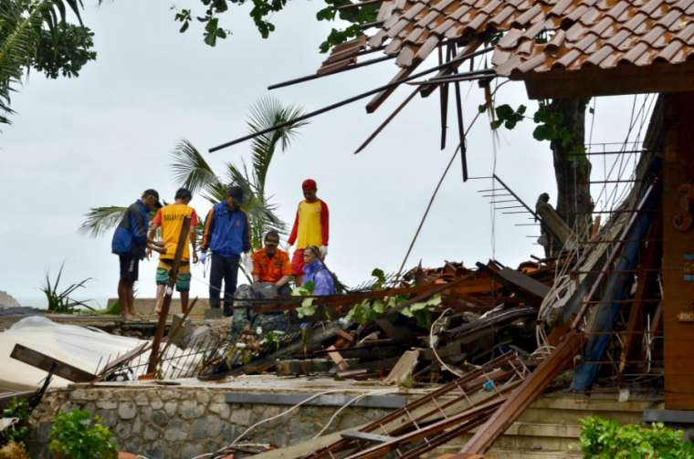 Indonesia Tsunami photo